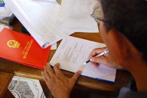 Nguy cơ mất trắng khi mua bất động sản bằng giấy viết tay